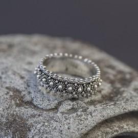 Srebrny pierścionek w stylu orientalnym (rozm.17)