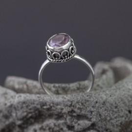 Srebrny pierścionek z ametystem (rozm.14)