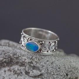 Srebrny pierścionek z opalem (rozm.17)