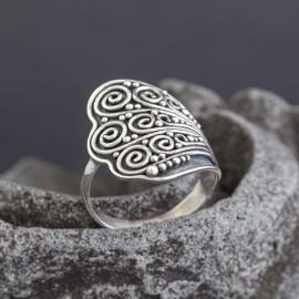 Ręcznie zdobiony pierścionek