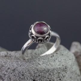 Srebrny pierścionek z rubinem (rozm.15)