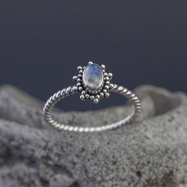 2db5ff279dca8f Srebrny Pierścionek Z Kamieniem Księżycowym Rozm15 Biżuteria Adorre