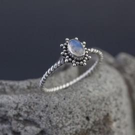 Srebrny pierścionek z kamieniem księżycowym (rozm.15)