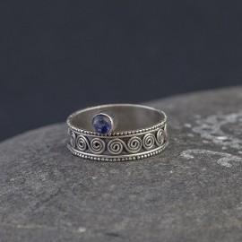 Srebrny pierścionek z iolitem (rozm.17)
