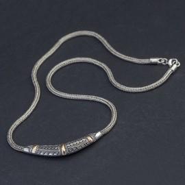 Srebrny naszyjnik z odrobiną złota