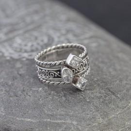 Srebrny pierścionek z cyrkoniami (rozm.20)
