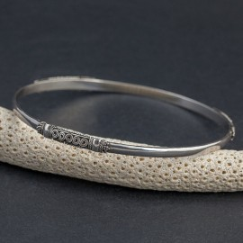 Srebrna bransoletka ze zdobieniami