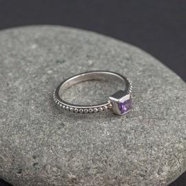 Srebrny pierścionek z ametystem (rozm.12)