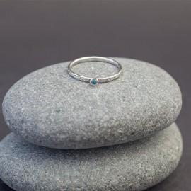 Srebrny pierścionek z błękitnym topazem (rozm.12,17)