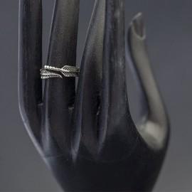 Srebrny pierścionek z motywem piórka (rozm.13)