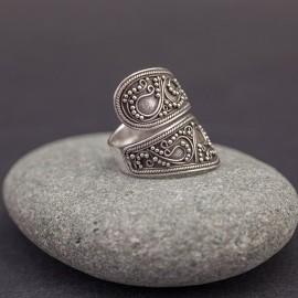 Srebrny pierścionek w orientalnym stylu (regulowany)