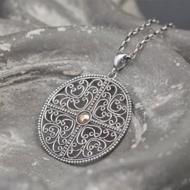 Srebrny wisiorek w formie mandali