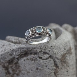 Srebrny pierścionek z błękitnym topazem (rozm.12)