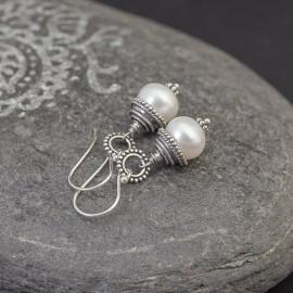 Srebrne kolczyki z perłami słodkowodnymi