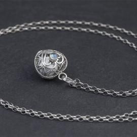 Srebrny naszyjnik z dzwoniącą kuleczką i kamieniem księżycowym