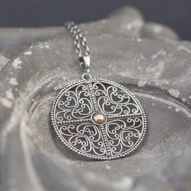 Srebrny wisior w formie mandali