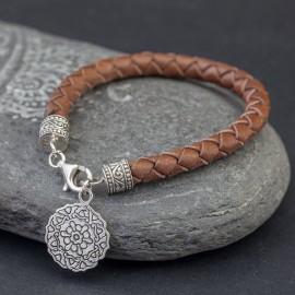 Skórzana bransoletka ze srebrną przywieszką