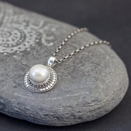 Srebrny wisiorek z perłą