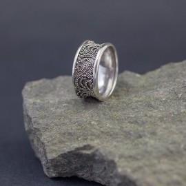 Srebrny pierścionek w orientalnym stylu (rozm.16)