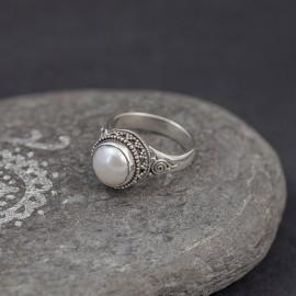 Srebrny pierścionek z perłą (rozm.19)