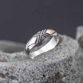 Srebrny pierścionek z odrobiną złota (rozm.13)