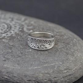 Srebrny pierścionek z ażurowym motywem (rozm.12)