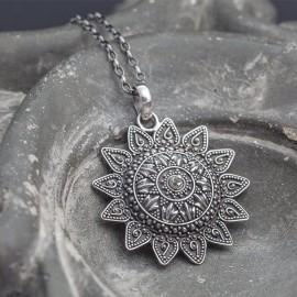 Srebrny wisior w stylu orientalnym