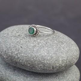 Srebrny pierścionek ze szmaragdem (rozm.17)