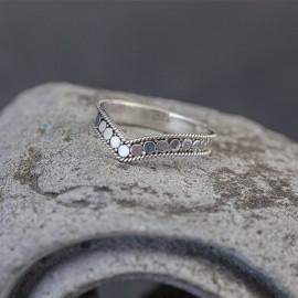 Srebrny, ręcznie zdobiony pierścionek (rozm.15)