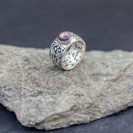 Srebrny pierścionek z perłą (rozm.16)