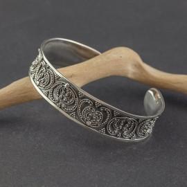 Srebrna bransoletka w orientalnym stylu